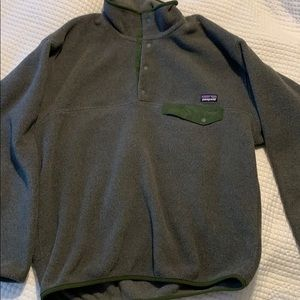 Men's grey/green Patagonia synchilla pullover